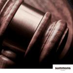 El intrusismo profesional en la abogacía y el grado en derecho: en casa de herrero, cuchillo de palo